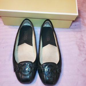 Flats-shoes